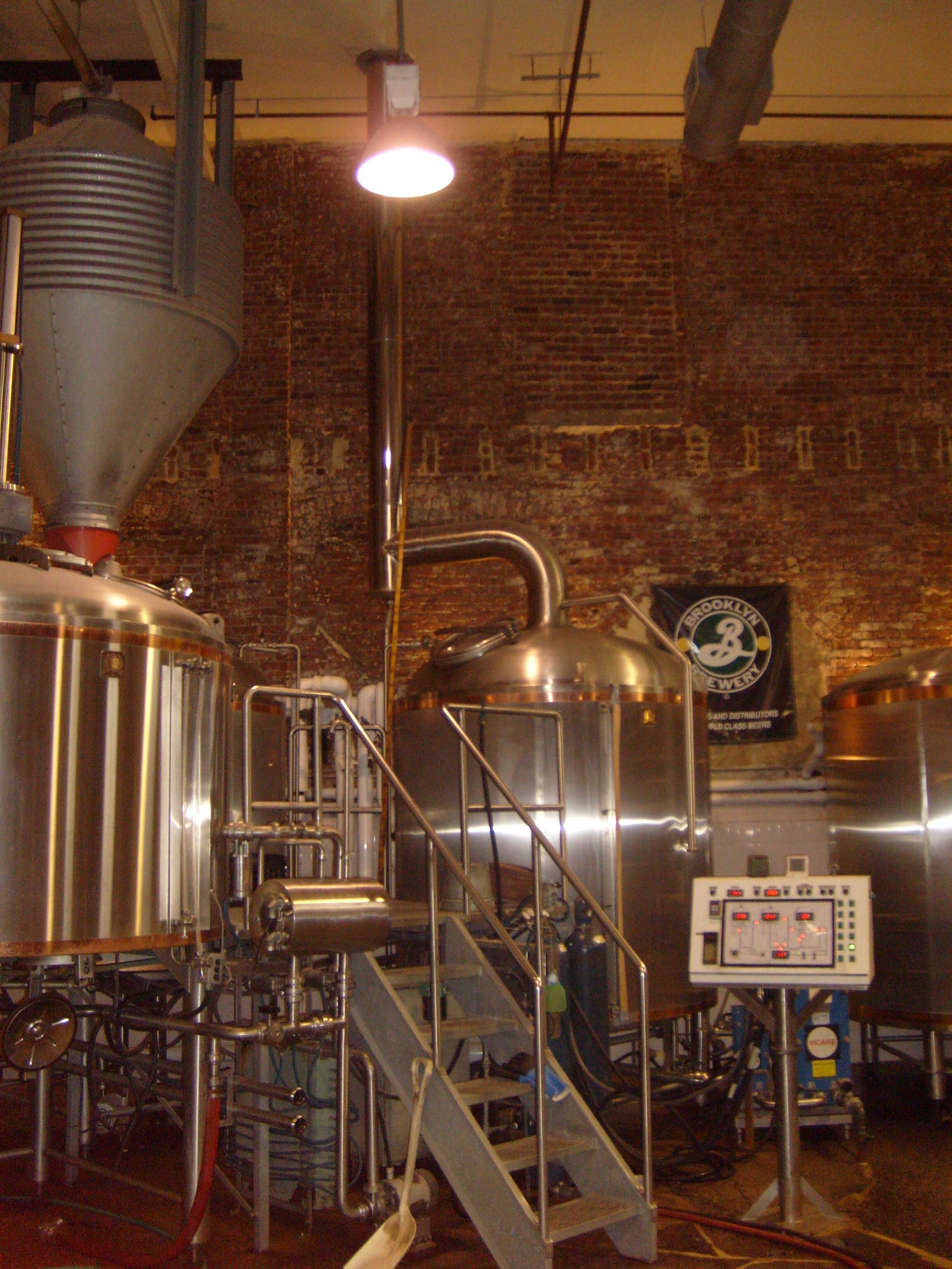 The role of sanitary stainless steel tanks in beer brewing for Craft kettle brewing equipment